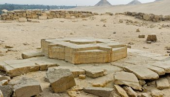 patio solar y altar del templo solar de niuserre kairoinfo4u ii orkijakv26uvvcpjyrkj9y0ap7yhypwgvm50mmu3io - Imperio Antiguo - Egipto