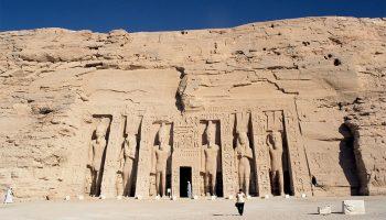 templo de nefertari en abu simbel orsbnq5pauytqy7sqvmmzl6zenmszabgn3trhf63ps - Imperio Nuevo - Egipto