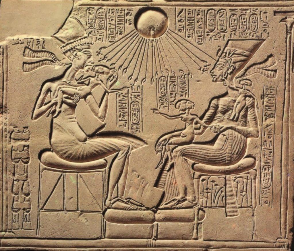 akenaton nefertiti disco solar 1024x874 - Antiguo Egipto